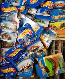 Hotwheels - Assortment/ Mix  - mat5785~20 : Super Cool Hotwheels set of 20pcs. Various models from 2003 till 2016. Picture's are just to show a few of the thousands of models we have in stock. If you order a set you will get a nice mix of various models. They are older items not new so there can be small dends in the packaging or some are a bit discolored by the sun.