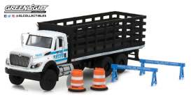 International  - WorkStar Platform Stake Truck 2017 white/blue - 1:64 - GreenLight - gl45030B | Tom's Modelauto's