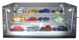 Triple9 Collection - Accessoires diorama - T9-649931 : 1/18 case with Acrylic stand to display 9 tot 12 1:64 models. The image shows you the stand in a 1/18 LED Case so the cars are dust free. This case comes with 4 Ultra Bright Led, Adjustable light, uses 4 AA Batteries (not included). The cases are Stackable. White Base