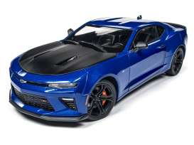 Chevrolet  - 2017 blue/black - 1:18 - Auto World - AW241 | Tom's Modelauto's