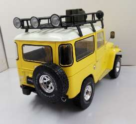 Toyota  - Land Cruiser 1967 yellow/white - 1:18 - Triple9 Collection - T9-1800151 | Tom's Modelauto's