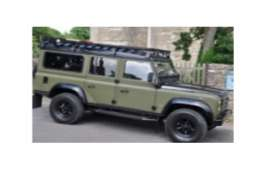 Land Rover  - Defender  green/black - 1:18 - Universal Hobbies - UH3893 | Toms Modelautos