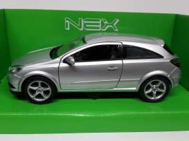 Opel  - 2005 silver - 1:24 - Welly - 22469s - welly22469s | Tom's Modelauto's