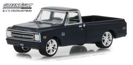 Chevrolet  - C10 1967 blue - 1:64 - GreenLight - 29974 - gl29974 | Tom's Modelauto's