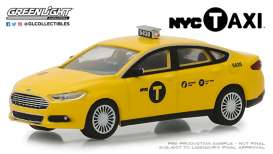 Ford  - Fusion 2013 yellow - 1:64 - GreenLight - 30011 - gl30011 | Tom's Modelauto's