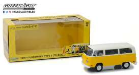 Volkswagen  - T2 Bus *Little Miss Sunshine* 1978 yellow/white - 1:24 - GreenLight - 84081 - gl84081 | Tom's Modelauto's