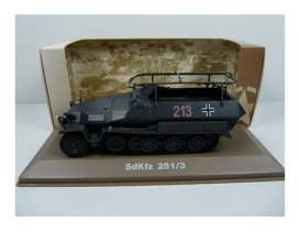 Military Vehicles  - SDKFZ 251/3 Commande 1940 green/black - 1:43 - Magazine Models - MILBL39 - magMILBL39 | Tom's Modelauto's