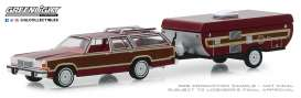 Ford  - LTD Country Squire 1981 red-brown - 1:64 - GreenLight - 32160C - gl32160C | Tom's Modelauto's