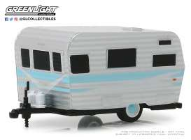 Siesta Travel Trailer  - 1959 grey/white/blue - 1:64 - GreenLight - 34060B - gl34060B | Tom's Modelauto's