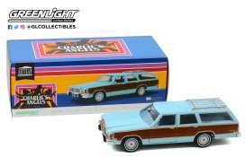Ford  - LTD Country Squire 1979  - 1:18 - GreenLight - 19066 - gl19066 | Tom's Modelauto's