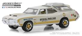 Oldsmobile  - Vista Cruiser 1972 white/yellow - 1:64 - GreenLight - 30050 - gl30050 | Tom's Modelauto's