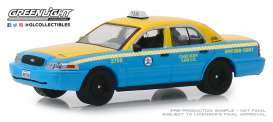 Ford  - Crown Victoria 2011 yellow/blue - 1:64 - GreenLight - 30055 - gl30055 | Tom's Modelauto's