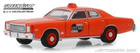 Plymouth  - Fury 1977 orange - 1:64 - GreenLight - 30057 - gl30057 | Tom's Modelauto's