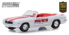 Chevrolet  - Camaro 1969 white/red - 1:64 - GreenLight - 30082 - gl30082 | Tom's Modelauto's