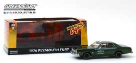 Plymouth  - Fury 1976 green - 1:43 - GreenLight - 86566 - gl86566 | Tom's Modelauto's