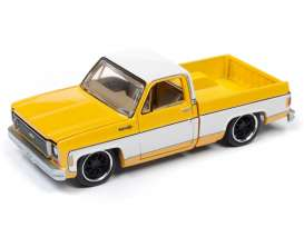 Chevrolet  - Cheyenne yellow/white - 1:64 - Auto World - SP023A - AWSP023A | Tom's Modelauto's