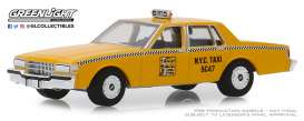 Chevrolet  - Caprice  1987 yellow - 1:64 - GreenLight - 30077 - gl30077 | Tom's Modelauto's