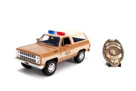 Chevrolet  - K5 Blazer *Stranger Things* 1980 brown/white - 1:24 - Jada Toys - 31111 - jada31111 | Toms Modelautos