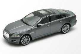Jaguar  - 2010 grey - 1:24 - Welly - 22517gy - welly22517gy | Tom's Modelauto's