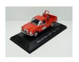 Mercedes Benz  - 220D 1972 red - 1:43 - Magazine Models - SER25 - magSER25 | Toms Modelautos
