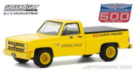 Chevrolet  - Silverado 1986 yellow - 1:64 - GreenLight - 30165 - gl30165 | Toms Modelautos