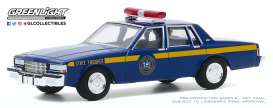 Chevrolet  - Caprice 1990 blue - 1:64 - GreenLight - 30180 - gl30180 | Toms Modelautos
