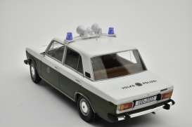 Lada  - 2106 1976 white/olive green - 1:18 - Triple9 Collection - 1800244 - T9-1800244 | Toms Modelautos