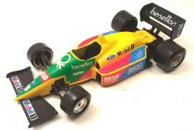 Benetton Ford - yellow/green/red/blue - 1:24 - Bburago - 6102 - bura6102 | Toms Modelautos