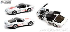 Chevrolet  - Corvette C4 1988 white/orange - 1:18 - GreenLight - 13596 - gl13596 | Toms Modelautos