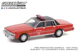 Chevrolet  - Caprice 1990 red - 1:64 - GreenLight - 30243 - gl30243 | Toms Modelautos
