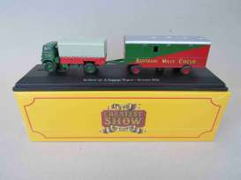 Bedford  - QL & Baggege Wagon red/green - 1:76 - Magazine Models - 4654109 - mag4654109 | Toms Modelautos