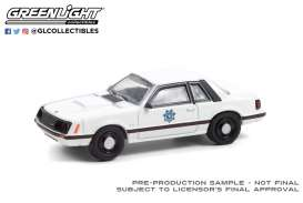 Ford  - Mustang 1982 white - 1:64 - GreenLight - 42970A - gl42970A | Toms Modelautos