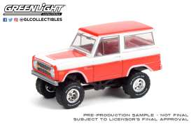 Ford  - Bronco 1977 red/white - 1:64 - GreenLight - 37230D - gl37230D | Toms Modelautos