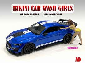 Figures  - Bikini Car Wash Girl, Stephani 2021  - 1:18 - American Diorama - 76266 - AD76266 | Toms Modelautos