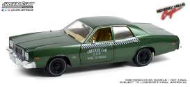 Plymouth  - Fury 1976 green - 1:18 - GreenLight - 19110 - gl19110 | Toms Modelautos
