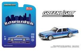 Chevrolet  - Caprice *Lowrider* 1986 candy blue/white - 1:64 - GreenLight - 51389 - gl51389 | Toms Modelautos