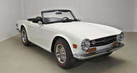 Triumph  - TR6 1969 white - 1:18 - Minichamps - 155132035 - mc155132035 | Toms Modelautos