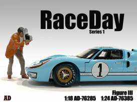 Figures  - Race Day Figure III 2021  - 1:18 - American Diorama - 76285 - AD76285 | Toms Modelautos